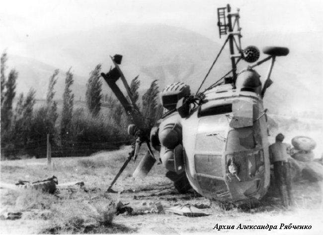 На месте падения вертолета Ми-8МТ 254-й овэ (площадка Бану). КК к-н Антипов, ЛШ ст.л-т Радаев, БТ ст.л-т Рябченко и пассажиры остались живы.