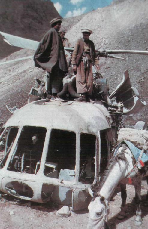 Обломки вертолета Ми-8МТ в Панджшерском ущельи